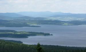 Výhled na přehradní nádrž Lipno