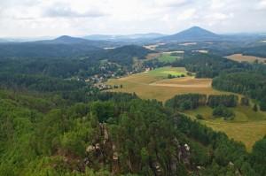 Výhled z Mariiny vyhlídky - v pozdí Růžovský vrch,