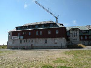 Přilehlé budovy, 2011
