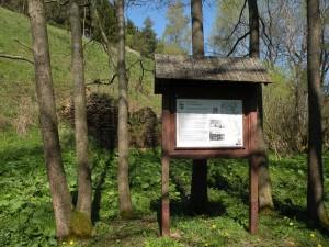 Tabule naučné stezky Údolím Úterského a Nezdického potoka, květen 2016